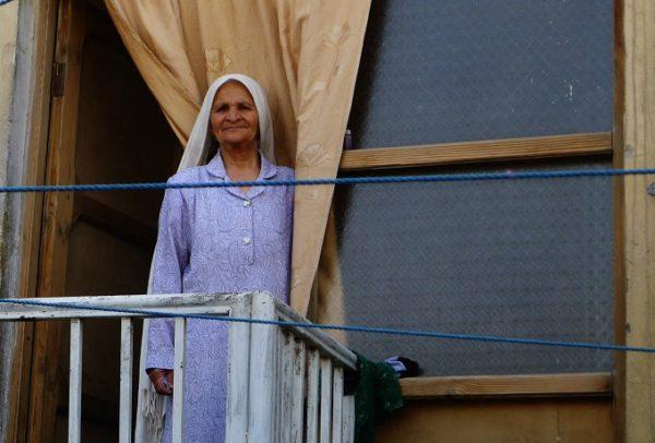 afghan-woman-waiting-by-window-afghanistan-noorjahan-akbar-photography