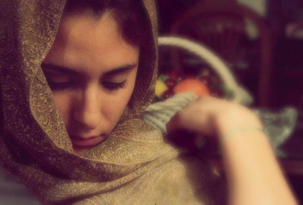 woman-afghanistna-headscarf