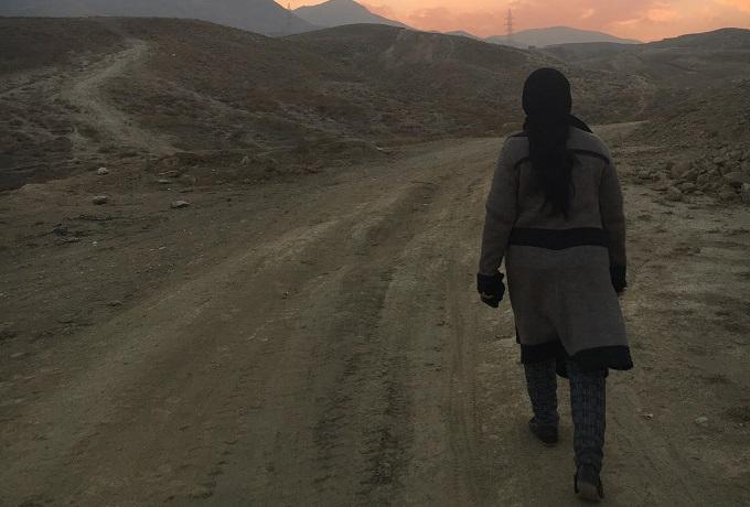 photo-afghan-woman-mountains-2